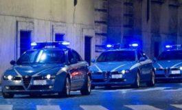 Inseguiti dalla Polizia, finiscono con l'auto in un campo: nei guai tre diciannovenni