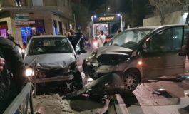 Per sfuggire ai Carabinieri scappa in auto e si scontra contromano con una Multipla: arrestato