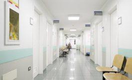 Paziente morto dopo calmante, infermiere indagato: voleva sedarlo per lavorare meno