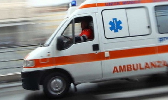 Furgone si ribalta sull'ex statale del Turchino, due persone ferite