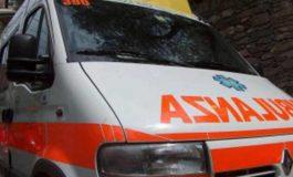 Scontro ad un incrocio tra una Vespa e un'automobile: due persone all'Ospedale
