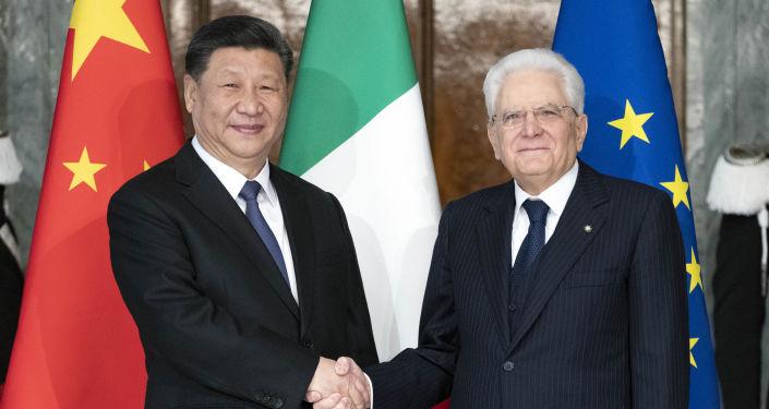 Insopportabili francesi: Macron torna a bacchettare l'Italia dopo il successo dell'incontro tra Italia e Cina