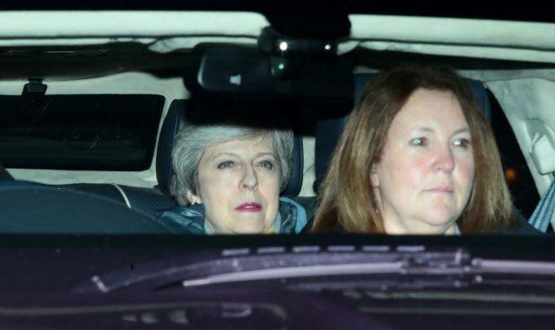 Brexit: Theresa May si arrende, ora tutto è possibile