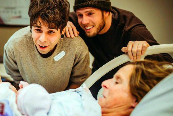 Forse stiamo esagerando: in Nebraska una donna di 61 anni partorisce una bimba per il figlio gay