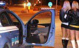 Straniera si prostituiva su strada senza passaporto: la Polizia la rintraccia e la accompagna alla frontiera