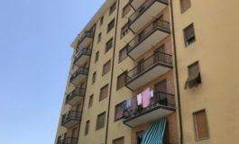 Morto il bambino di otto anni precipitato stamattina dal sesto piano di un condominio a Novi