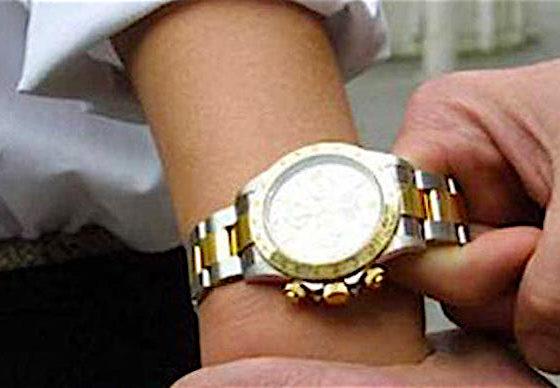 Furto di un Rolex: due persone indagate dalla Polizia