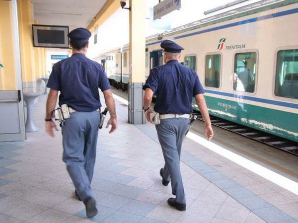 Intercity accumula tre ore di ritardo ed esplode l'ira dei passeggeri: capotreno aggredito ad Arquata Scrivia