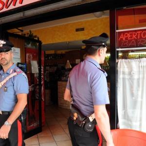 Far West al bar nell'Astigiano: cliente spara con pistola ad aria compressa