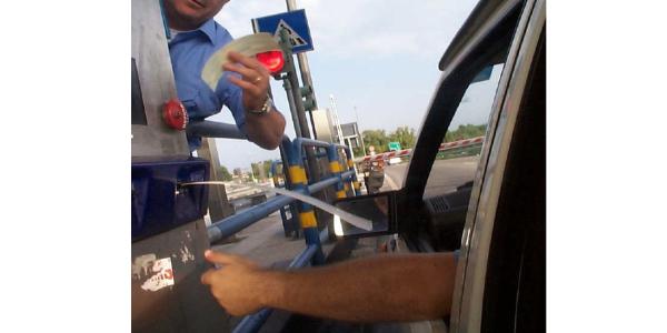 Domenica sciopero dei casellanti delle autostrade: possibili disagi