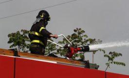 Andati distrutti un elicottero leggero e alcune auto nell'incendio dell'aviosuperficie di Francavilla