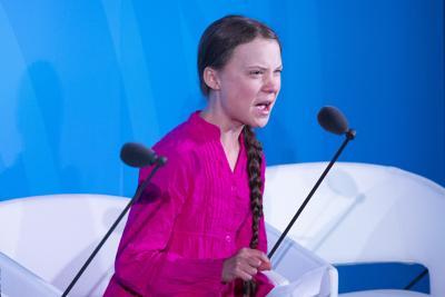 """Greta Thunberg: un'ignorante seguita da milioni di ignoranti come lei, mentre i furbi, servendosi di loro, finanziano la """"distrazione di massa"""" con argomenti senza fondamento sul clima per nascondere i loro crimini"""