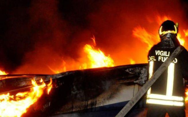 Ancora cassonetti bruciati ad Alessandria: inceneriti cinque contenitori in piazza Don Campora al quartiere Cristo