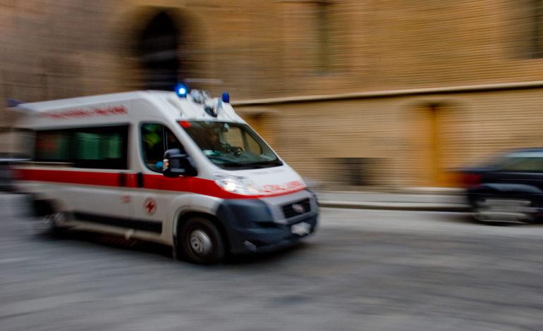Due persone ferite nello scontro tra due auto a Casale Monferrato in Strada Asti