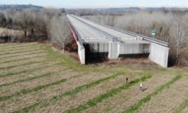 Asti – Cuneo in alto mare: la Commissione Ue chiede chiarezza per l'autostrada che si ferma in un campo