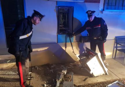 Ladri in azione nel casalese fanno saltare il bancomat della Banca del Piemonte a Mombello Monferrato