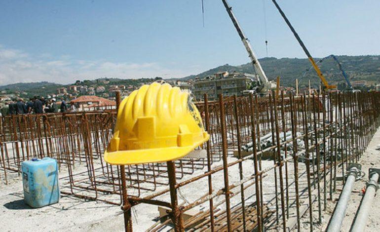 Il settore costruzioni in piazza per far riaprire i cantieri fermi e bloccati: ad Alessandria presidio davanti alla Prefettura venerdì 15 novembre