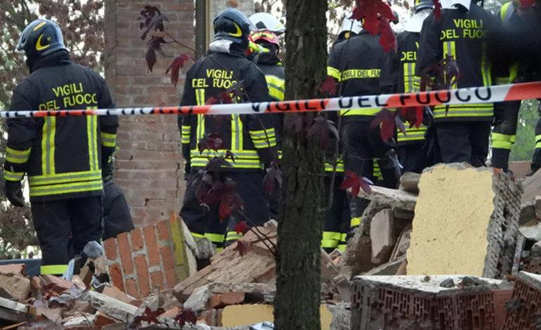 Esplosione cascinale a Quargnento: proseguono le indagini per scoprire chi ha piazzato le bombole con i timer, esaminati i corpi dei tre pompieri deceduti