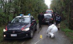 Colpi di kalashnikov sui carabinieri che rispondono al fuoco mettendo in fuga i banditi