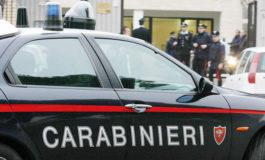 Rubano zaino da un'auto e poi scappano: Carabiniere fuori servizio li insegue e li fa arrestare