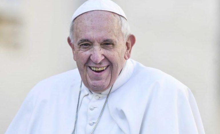 """Meglio gay che sovranisti: così Papa Bergoglio """"riscrive"""" la Bibbia """"contro"""" Salvini"""