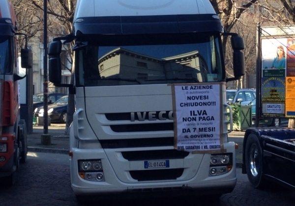 Ex Ilva, sale la protesta degli autotrasportatori pronti alla linea dura