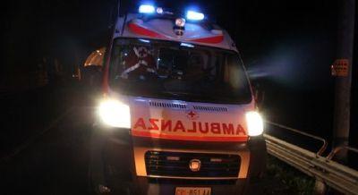 Schianto nella notte sulla A7: auto esce di strada, un morto e tre feriti