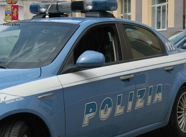 Ubriaca e sotto l'effetto di droghe minaccia la figlia con un coltello: arrestata