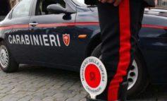 Forza posto di blocco e cerca di scappare in moto per le vie del centro di Novi ma è raggiunto e bloccato dai Carabinieri