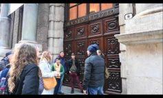 Coronavirus a Torino: mercati vuoti e turisti fuori dai musei chiusi