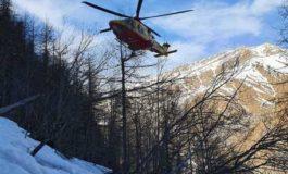 Snowboarder muore cadendo dalle rocce, due escursionisti finiscono all'ospedale