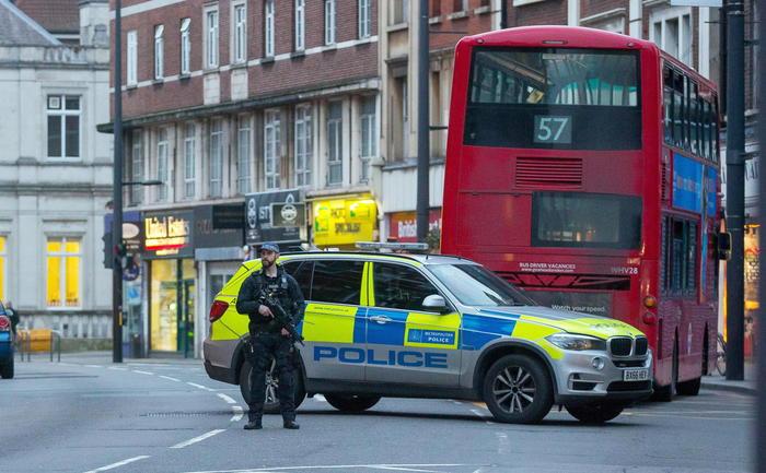 Accoltellamenti a Londra e in Belgio, 5 passanti feriti