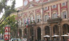 Polemica stipendi a Palazzo Rosso: la destra minaccia mozione di sfiducia nei confronti di Michelangelo Serra (M5S) e sui social volano gli stracci