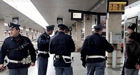 Insulti, calci e pugni agli agenti della Polfer alla stazione di Alessandria: denunciato