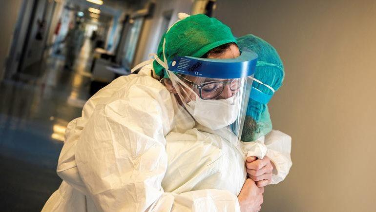 Il coronavirus ha ucciso 50 medici, in Italia quasi 100.000 casi
