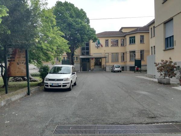 Coronavirus, ad Alessandria arriva il test drive-in nel cortile del Poliambulatorio Patria