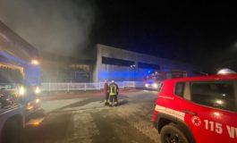 Vasto incendio alla Ridap, nella zona industriale di Castello di Annone