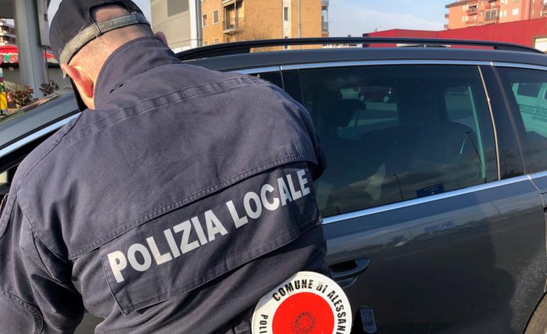 Lite con coltello a serramanico in via Guasco: una denuncia