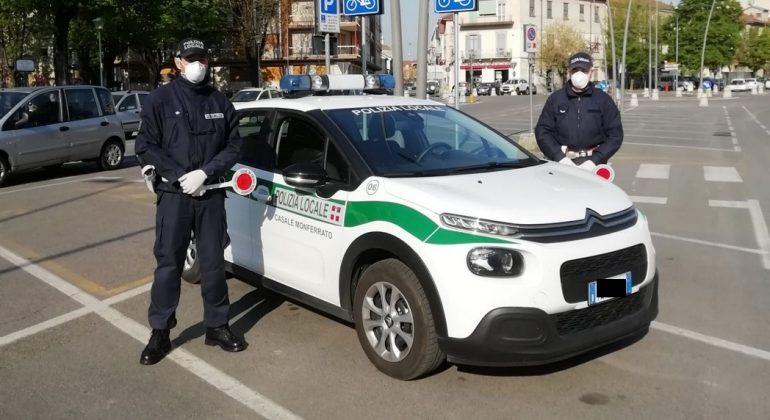 Coronavirus, controlli della Polizia Locale a Casale: denunciate otto persone, sospesa l'attività di un ristorante