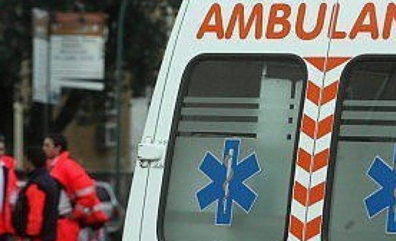 Motociclista in gravi condizioni dopo lo scontro con una macchina nell'acquese