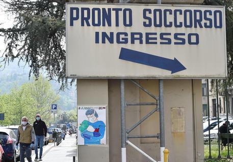 Coronavirus, anziani respinti dall'Ospedale Sant'Andrea di Vercelli morti dopo sette giorni