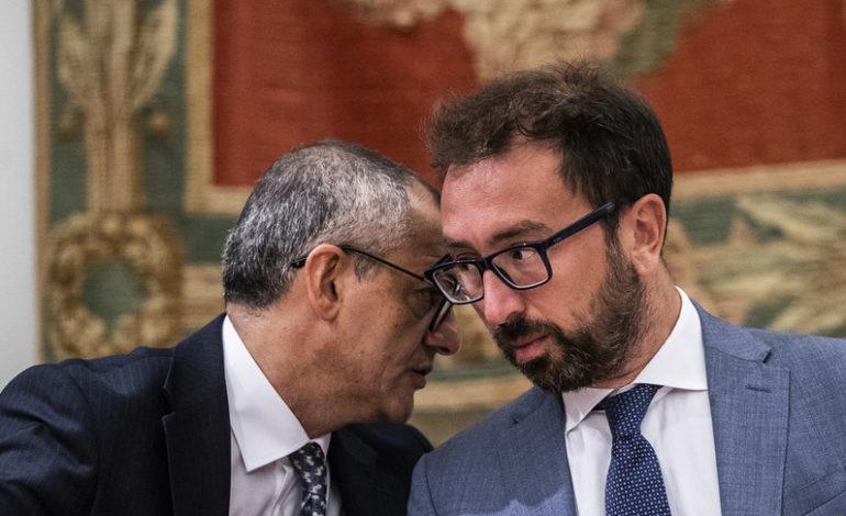 """Carceri: bufera sul Dap, Basentini si dimette. L'opposizione: """"Via anche Bonafede"""""""