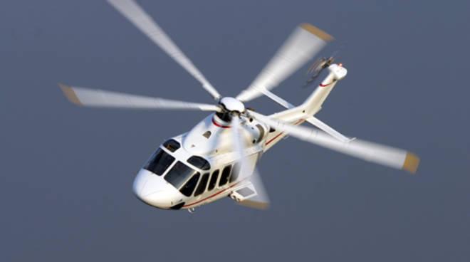 Elicottero cade nel Torinese, illeso il pilota