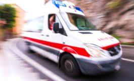 Cuneo, auto con a bordo una famiglia esce di strada e va a sbattere contro un albero: nessun ferito grave