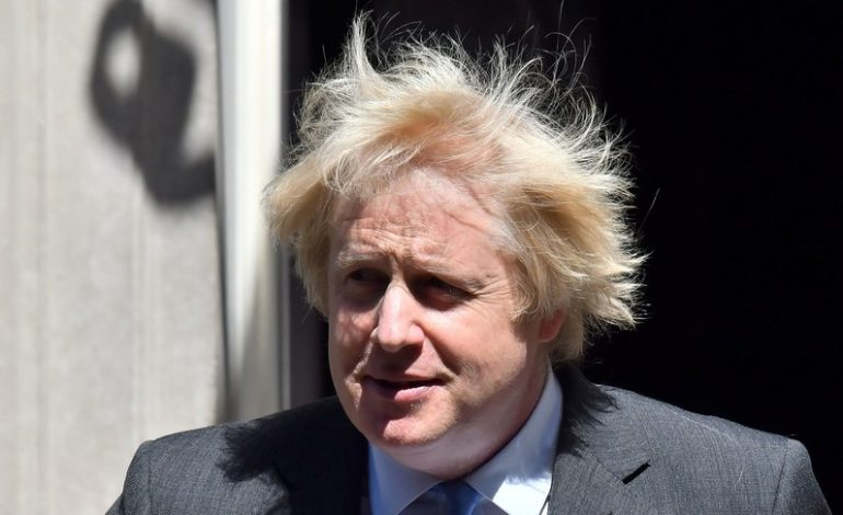 """Boris Johnson riapre: """"Escluso il rischio di un secondo picco di contagi"""""""