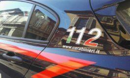 Scoperto dai Carabinieri, tenta la fuga prima in auto e poi a piedi: in manette giovane spacciatore
