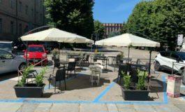 Furto nel dehor del Caffè Carducci ad Asti, rubate le piante degli ombrelloni