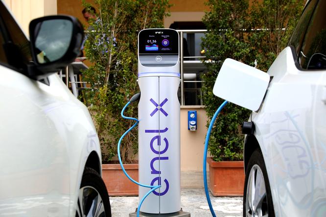 Da Enel: Enel X dà nuovo slancio alla mobilità sostenibile triplicando la sua rete di punti di ricarica pubblici di veicoli elettrici attraverso la collaborazione con Allego, Bosch e Innogy