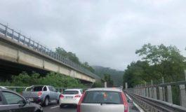 Per il maltempo ennesimi disagi sulla A26 e sul Turchino: si pensa ad una class action contro Autostrade per l'Italia