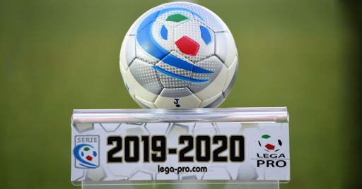 Il Consiglio Federale ha deciso: stop al campionato di serie C; Monza, Vicenza e Reggina in serie B; l'Alessandria disputerà i playoff